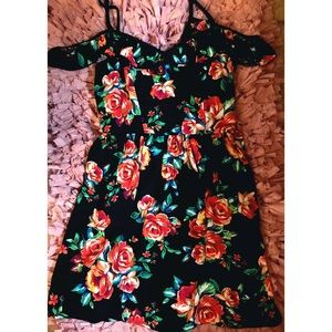 Dresses & Skirts - NWT!✨ Floral Print x Cold Shoulder Chiffon Dress🌸
